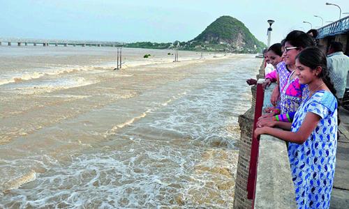prakasam barrage water