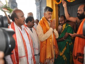 chandrababu-went-amaravati-amareswara-swamy-temple