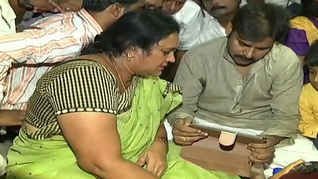 pawan kalyan went fan vinod kumar home