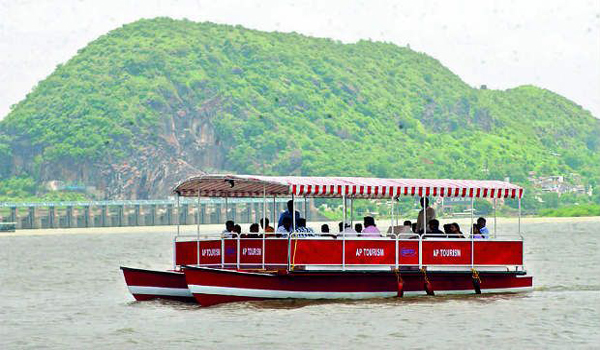 vijayawada pushkara ghats  become tourist places