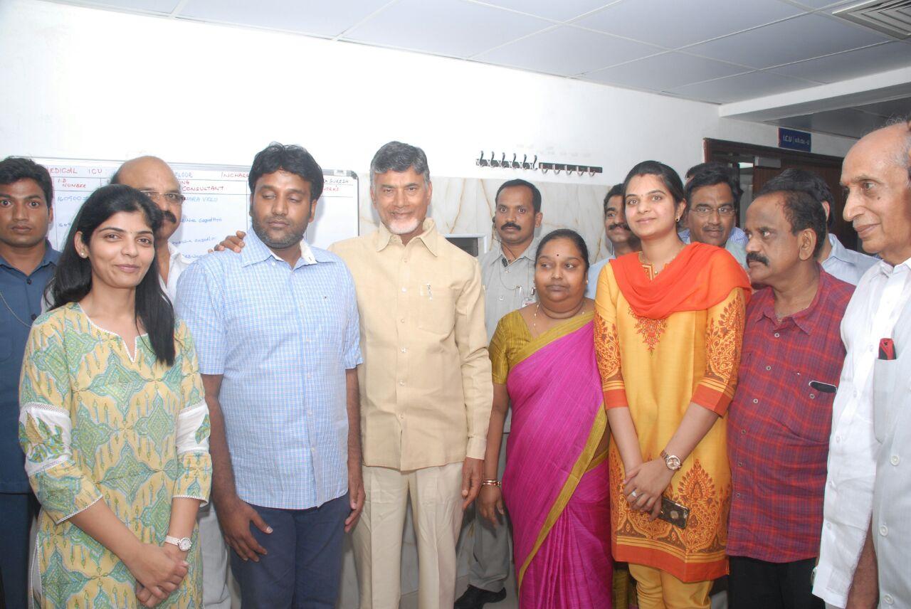 chandrababu-naidu-and-wife-bhuvaneswari-images-6