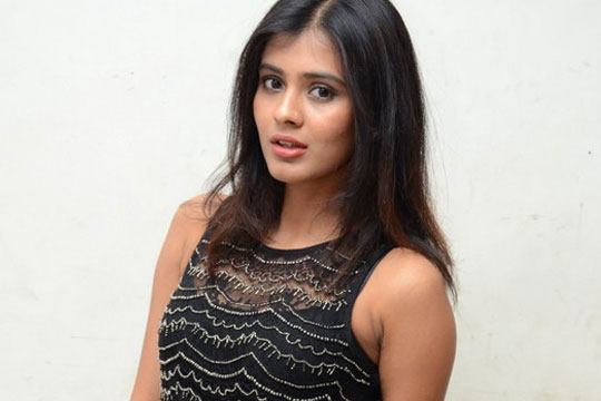 Hebha Patel Ready To Date With Raj Tarun