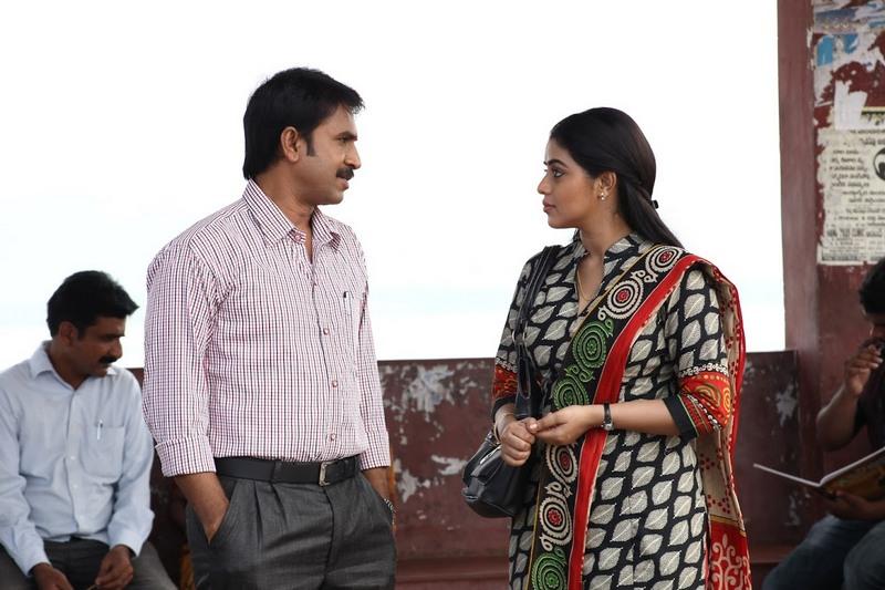 JD Chakravarthi Recommend Script For Srinivas Reddy Movie