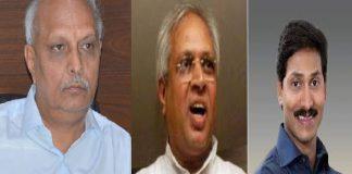 Undavalli Unites IYR With Jagan Mohan Reddy