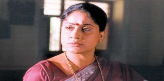 Vijayasanthi announced that he did not intend to step in Tamil Nadu unless he was away from Telugu politics.