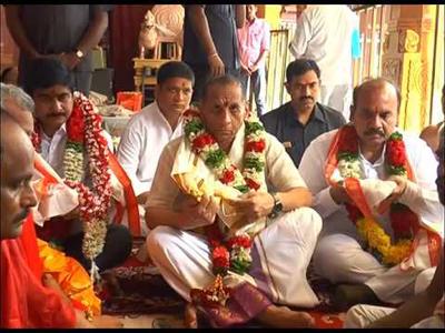 governor narasimhan family satisfied vijayawada pushkaralu
