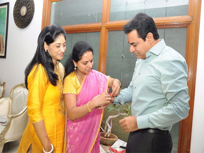 kavitha  rakhee her brother ktr