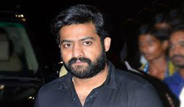 ntr going tirupathi consoled vinod royal family