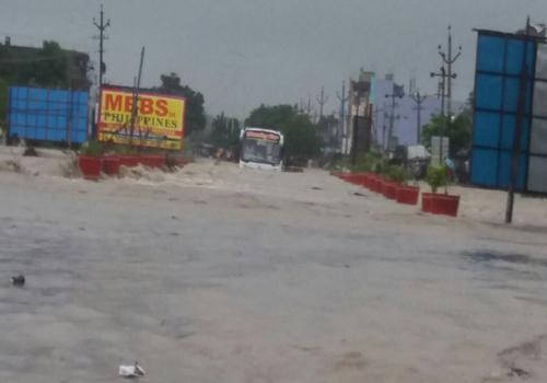 andhrapradesh full rains bus strucked floods