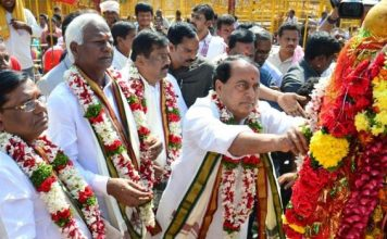 indrakaran reddy said old currency notes valid in telangana states temple