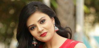 Allu Arjun Shock To Srimukhi For Duvvada jagannatham Movie