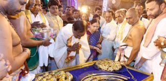 t congress comments on kcr because of kcr giving gold to god