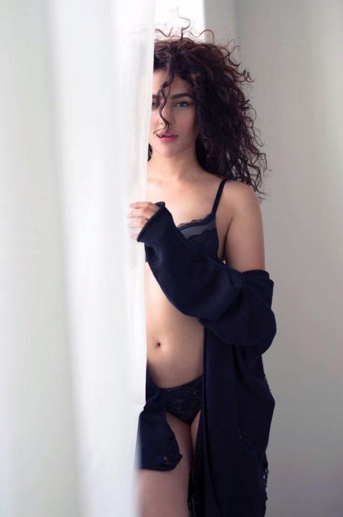 Seerat-Kapoor-Hot-Pics