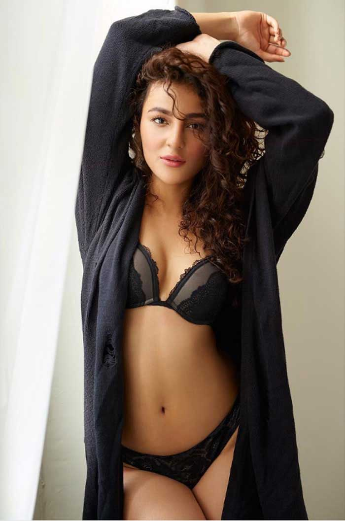 Seerat Kapoor Offers After Hot Exposing