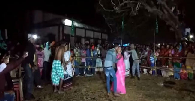 Jharkhand longest kissing contest