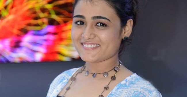 No More Kissessays Shalini Pandey
