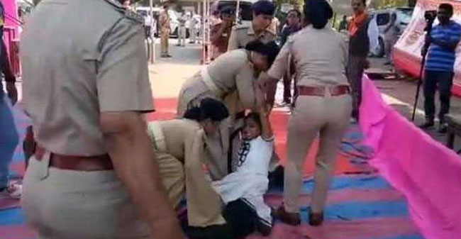 Woman dragged in front of Chief Minister in a rally