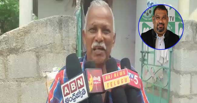 Kathi Mahesh Father Fires on Paripoornananda Swami