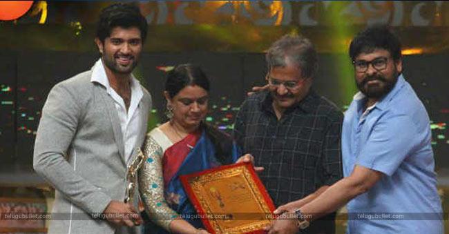 Vijay-with-Chiranjeevi