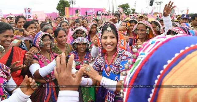 Even Booze And Biryani Failed To Attract Crowds For TRS Sabha