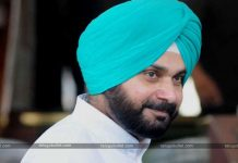 Netizens Fuming Fire On Sidhu For His Tweets