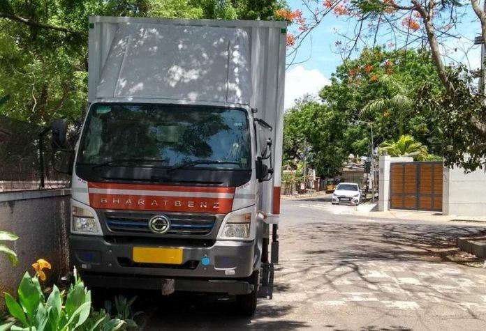suspicion vehicle near Kushbu's Home.
