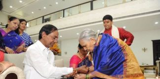 KCR rejoiced with the celebrations of Rakhi Pournami with sibling's
