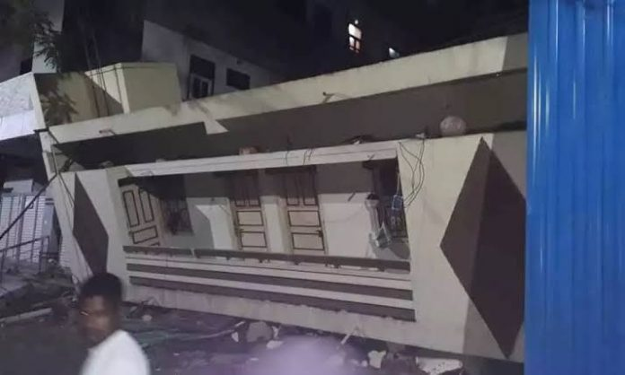 60-year-old building collapsed in Hyderabad,