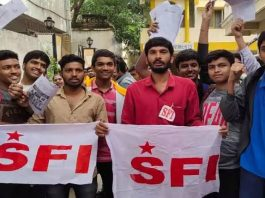 SFI activists close school for running in holidays