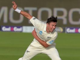 Boult leaves the cricket field due to pain on ribs