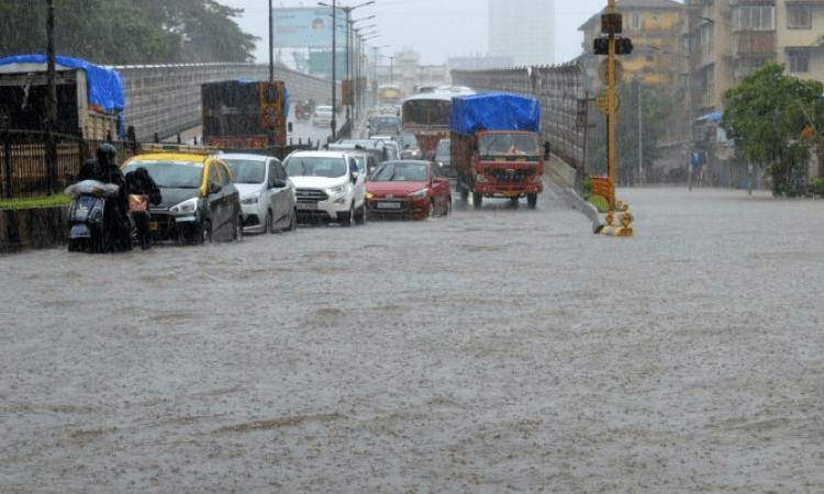 Rain in Hyderabad: Heavy rain lashes Hyderabad